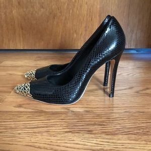 Alice + Olivia Shoes - Alice and Olivia Black and Gold Pumps NWOT